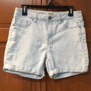 Stretch jean shorts